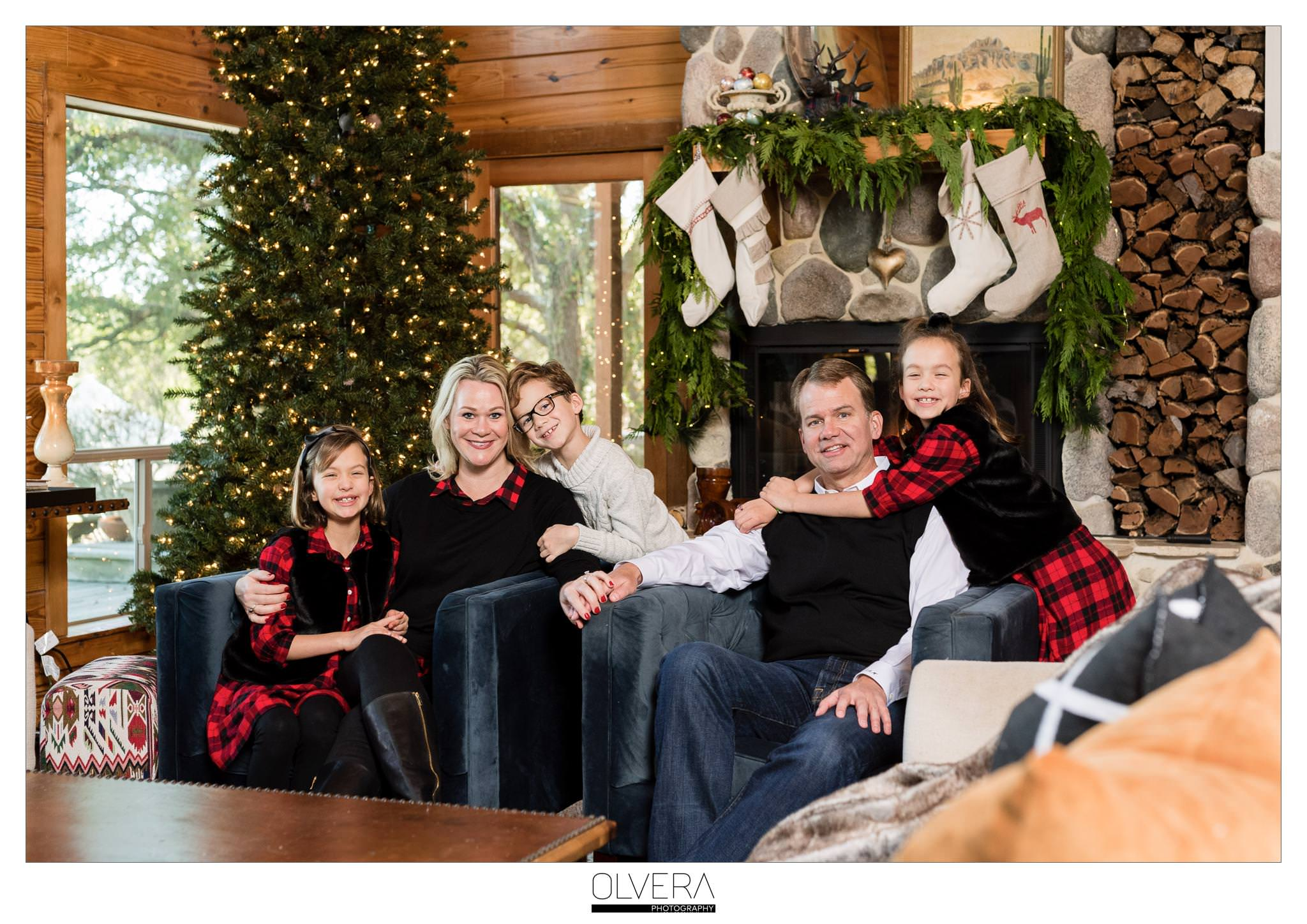 San-Antonio-Mini-Sessions_Christmas-Cabin-Tent_Olvera-Photography-001