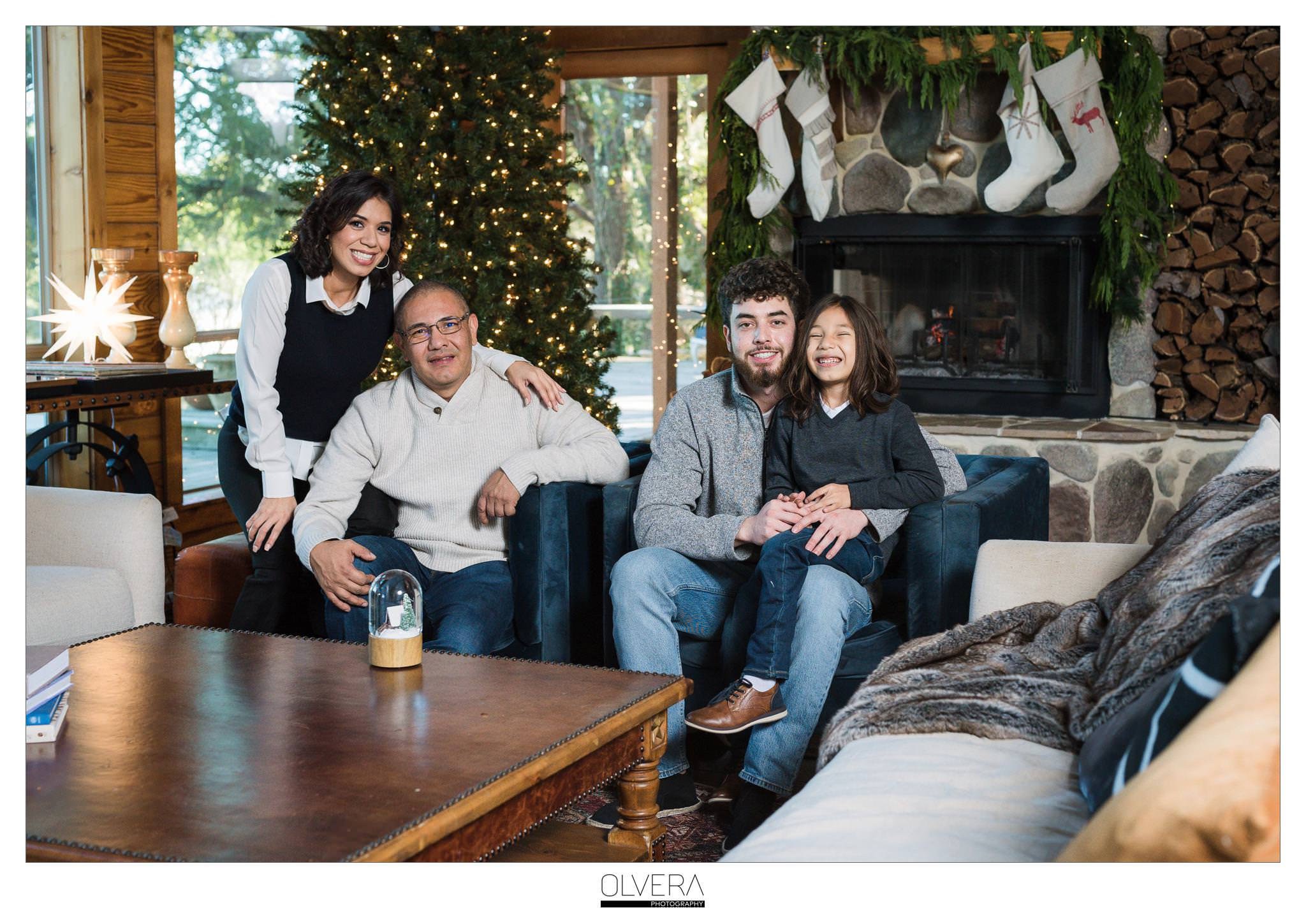 San-Antonio-Mini-Sessions_Christmas-Cabin-Tent_Olvera-Photography-8