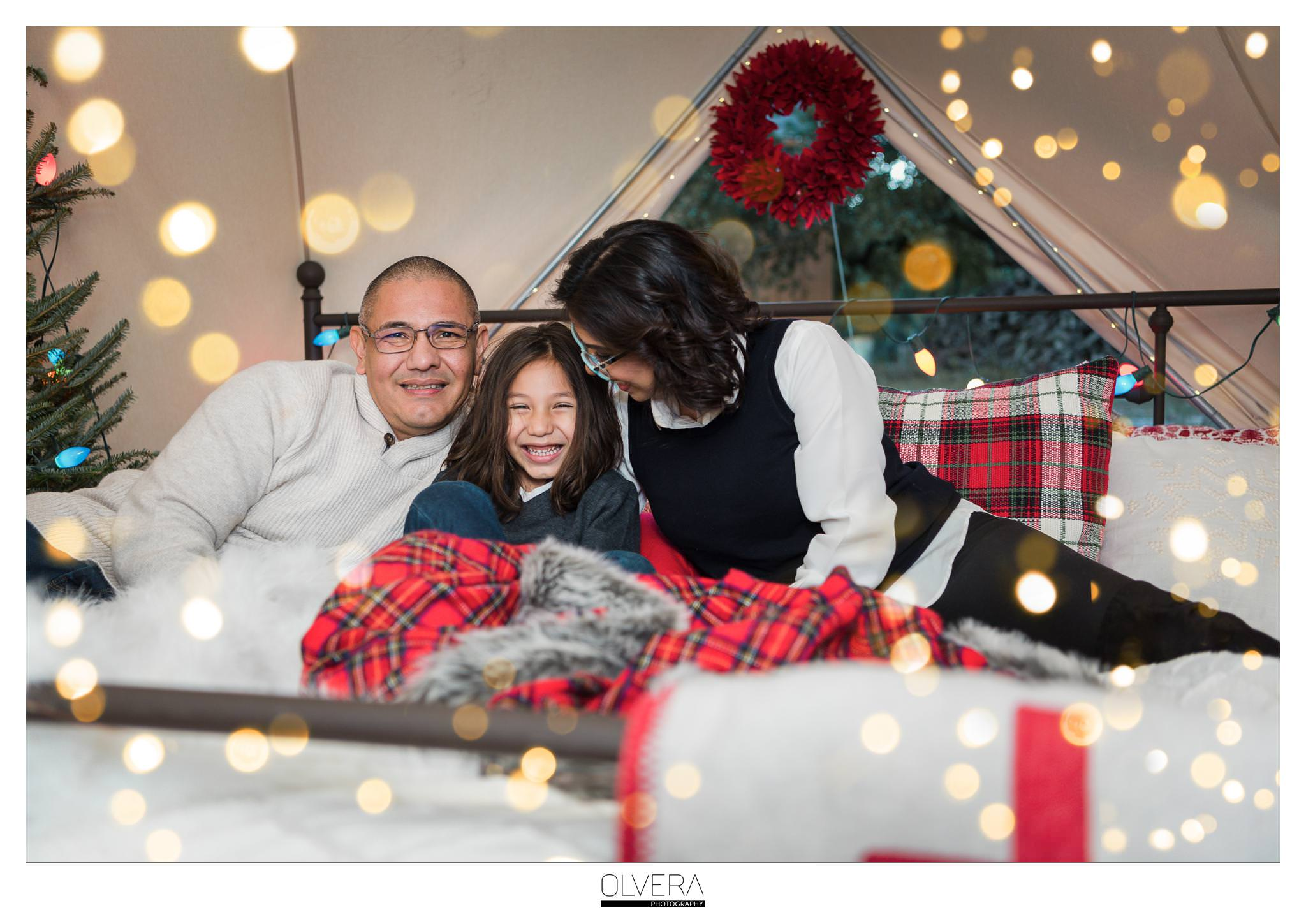 San-Antonio-Mini-Sessions_Christmas-Cabin-Tent_Olvera-Photography-9